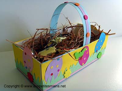 http://www.auxpetitesmains.net/bricolage-panier-de-paques.htm
